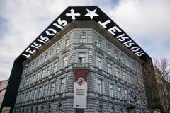 La façade de la Chambre de musée de la terreur à Budapest photographie stock libre de droits