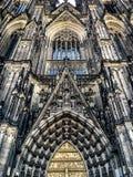 La façade impressionnante de la cathédrale à Cologne, Allemagne Photo libre de droits