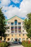 La façade principale du bâtiment d'hôtel de Volkhov de quatre étoiles dans Veliky Novgorod, Russie Photo libre de droits