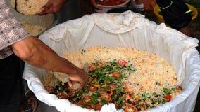 La fabbricazione del beryani di nasi o del minyak di Nasik Fotografia Stock