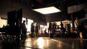 La fabbricazione del funzionamento video della squadra e di produzione fotografie stock
