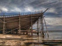 La fabbricazione della barca tradizionale Phinisi in Tanaberu, Sulawesi del sud, Indonesia, Asia Immagini Stock Libere da Diritti