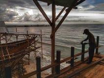La fabbricazione della barca tradizionale Phinisi in Tanaberu, Sulawesi del sud, Indonesia, Asia Fotografia Stock