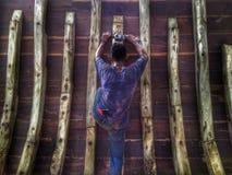 La fabbricazione della barca tradizionale Phinisi in Tanaberu, Sulawesi del sud, Indonesia, Asia Fotografia Stock Libera da Diritti