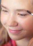 La fabricación adolescente joven de la muchacha compone Imagenes de archivo