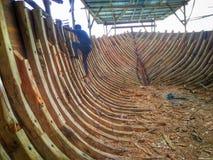 La fabricación del barco tradicional Phinisi en Tanaberu, Sulawesi del sur, Indonesia, Asia Foto de archivo libre de regalías
