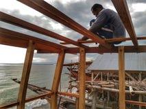 La fabrication du bateau traditionnel Phinisi dans Tanaberu, Sulawesi du sud, Indonésie, Asie photographie stock libre de droits