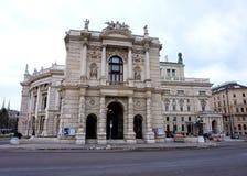 La facciata della costruzione del Burgtheater a Vienna in Austria immagini stock libere da diritti