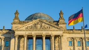 La facciata della costruzione di Reichstag (il Parlamento tedesco) ha progettato vicino Fotografia Stock Libera da Diritti