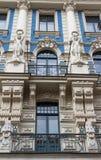La facciata della costruzione, Riga, Lettonia Questa costruzione è un esempio di stile architettonico di Art Nouveau Fotografie Stock Libere da Diritti