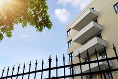 La facciata di una costruzione moderna Immagini Stock Libere da Diritti