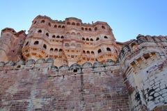 La fachada exterior del fuerte de Mehrangarh en Jodhpur, Rajasthán, la India imagenes de archivo