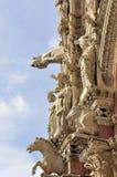 La fachada viva de la catedral de Siena Fotos de archivo