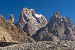 La falaise et la cathédrale de tour de Trango dominent, K2 le voyage, Skardu, Gilgit, P photographie stock