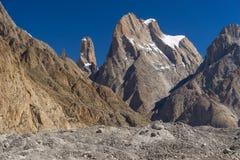 La falaise et la cathédrale de tour de Trango dominent, K2 le voyage, Skardu, Gilgit, P images libres de droits