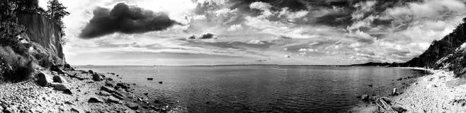 La falaise Regard artistique en noir et blanc Image stock
