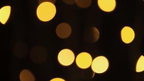 La falta de definición abstracta con el centelleo del partido brillante de Bokeh enciende el fondo abstracto Defocused del brillo almacen de metraje de vídeo