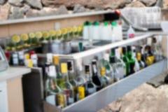 La falta de definición y el primer abstractos de las bebidas del alcohol embotella el backgroun fotos de archivo