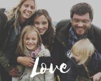 La famiglia ama insieme la tenerezza di felicità immagine stock