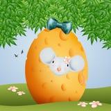 La famiglia del topo divertente con le uova del formaggio di Pasqua Fotografie Stock Libere da Diritti