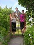 La famiglia, entra! Immagini Stock Libere da Diritti