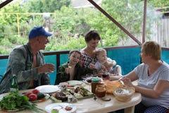 La famiglia felice cena Fotografie Stock Libere da Diritti