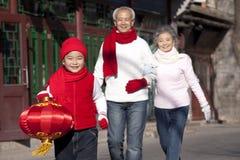 La familia celebra Año Nuevo chino Imagen de archivo libre de regalías