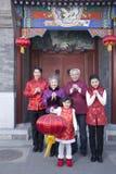 La familia celebra Año Nuevo chino Foto de archivo
