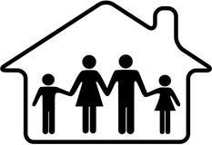 La familia de la casa parents a los niños seguros en hogar Foto de archivo