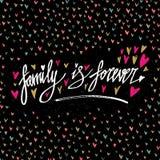 La familia es forever Cartel dibujado mano de la tipografía Cita manuscrita inspirada y de motivación Letras creativas para el ca stock de ilustración
