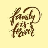 La familia es forever Letras dibujadas mano del vector ilustración del vector