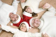 La familia feliz celebra la Navidad Fotografía de archivo libre de regalías
