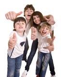 La familia feliz lanza hacia fuera el pulgar. Fotografía de archivo libre de regalías