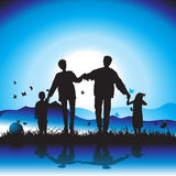 La familia feliz recorre en la naturaleza libre illustration