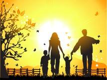 La familia feliz recorre en la naturaleza,   stock de ilustración
