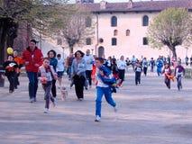 La familia se ejecuta en Vigevano Fotografía de archivo libre de regalías