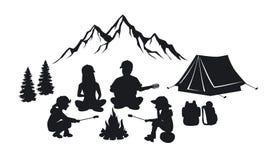 La familia se sienta alrededor de escena de la silueta de la hoguera libre illustration
