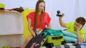 La familia va a viajar almacen de metraje de vídeo