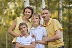 La famille de quatre a l'amusement Photos stock