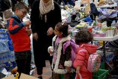 LA FAMILLE DE RÉFUGIÉS SYRIENNE ARRIVE À COPENHAGUE Image libre de droits