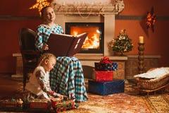 La famille est par la cheminée Photographie stock libre de droits