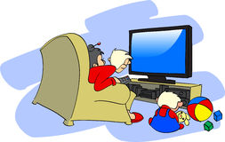 la famille regarde la TV Image libre de droits