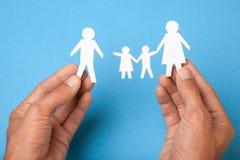 La famille s'est cassée, divorce Le papa a laissé la famille, la mort de son mari, la veuve images libres de droits