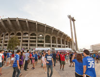La fan tailandesa esperaba el partido de fútbol Imagen de archivo libre de regalías