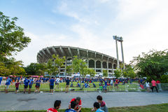 La fan thaïlandaise attendaient le match de football Photos libres de droits