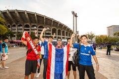 La fan thaïlandaise attendaient le match de football Images libres de droits