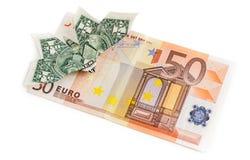 La farfalla di origami del dollaro si siede sulla banconota dell'euro 50 Fotografia Stock Libera da Diritti