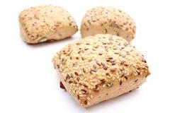 La farina integrale fresca rotola su fondo bianco Fotografie Stock