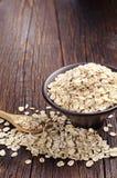 La farine d'avoine dans la cuvette et s'approchent Image stock