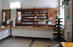 La farmacia de funcionamiento vieja Foto de archivo